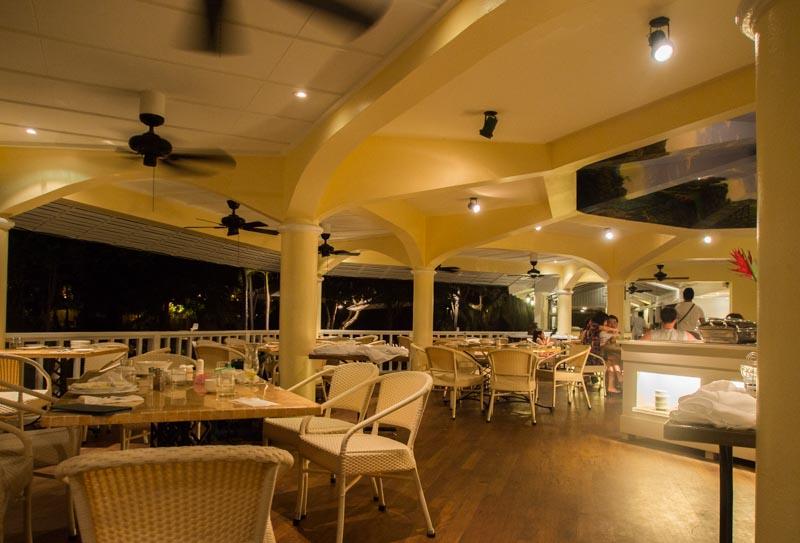 プランテーションベイ プールサイドレストラン夜景