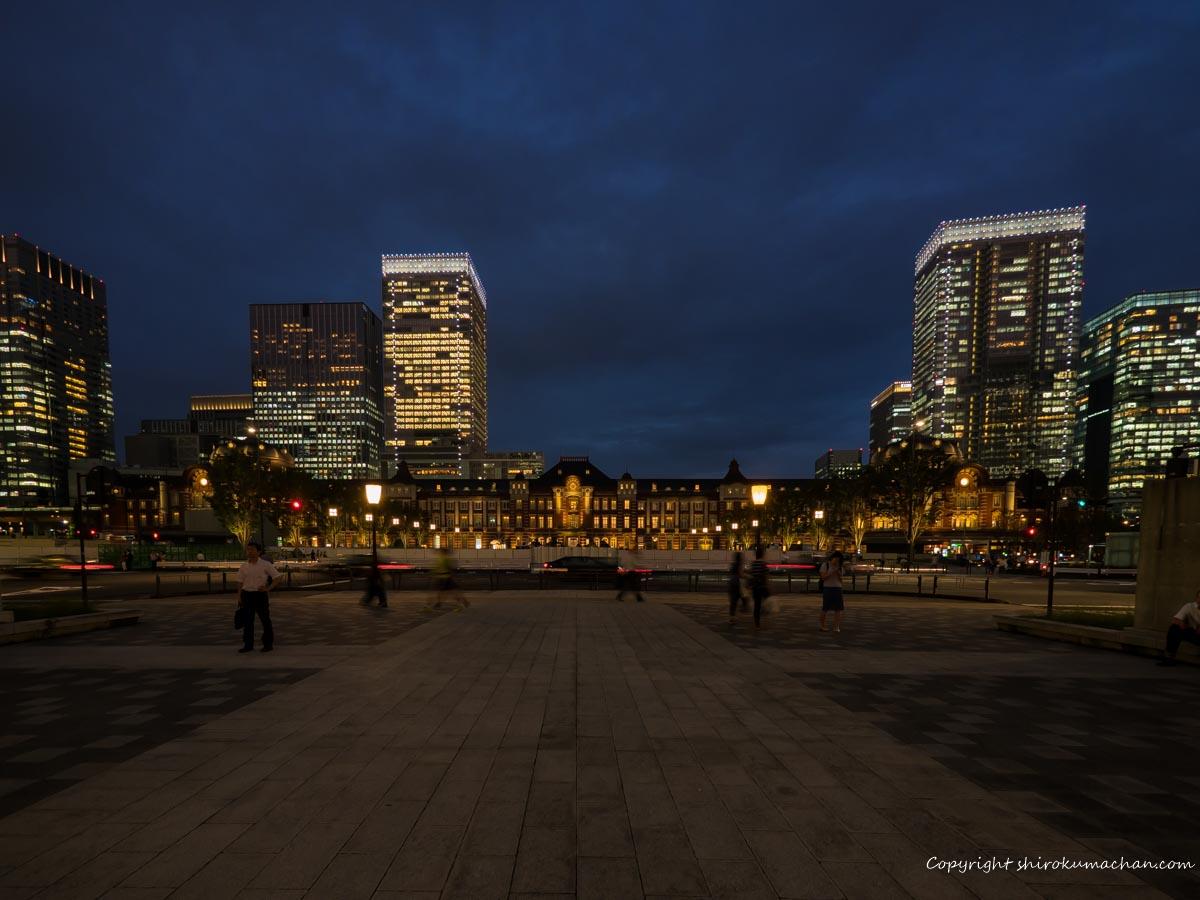 東京駅夜景駅舎全容