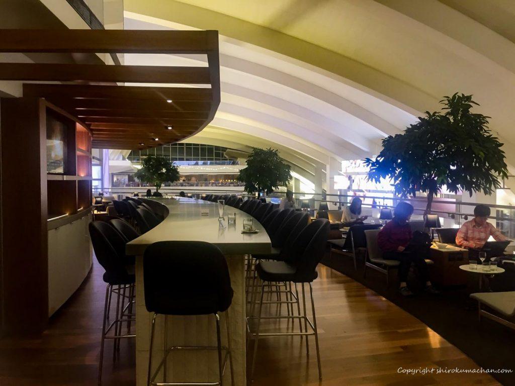 ロサンゼルス空港のビジネスクラスラウンジ屋内テラス