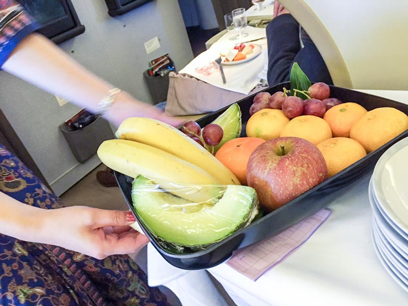 singapore-airlines-business-class-fruits2