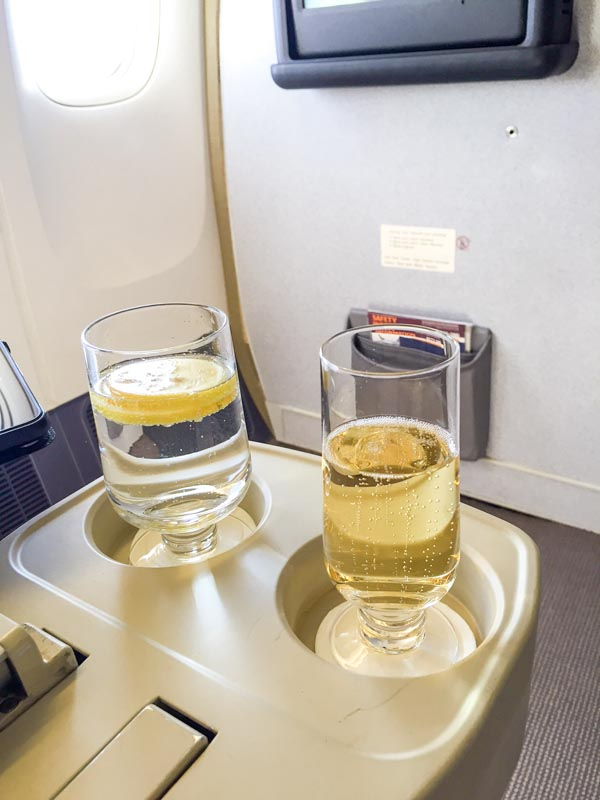 singapore-airlines-business-class-welcome-drink