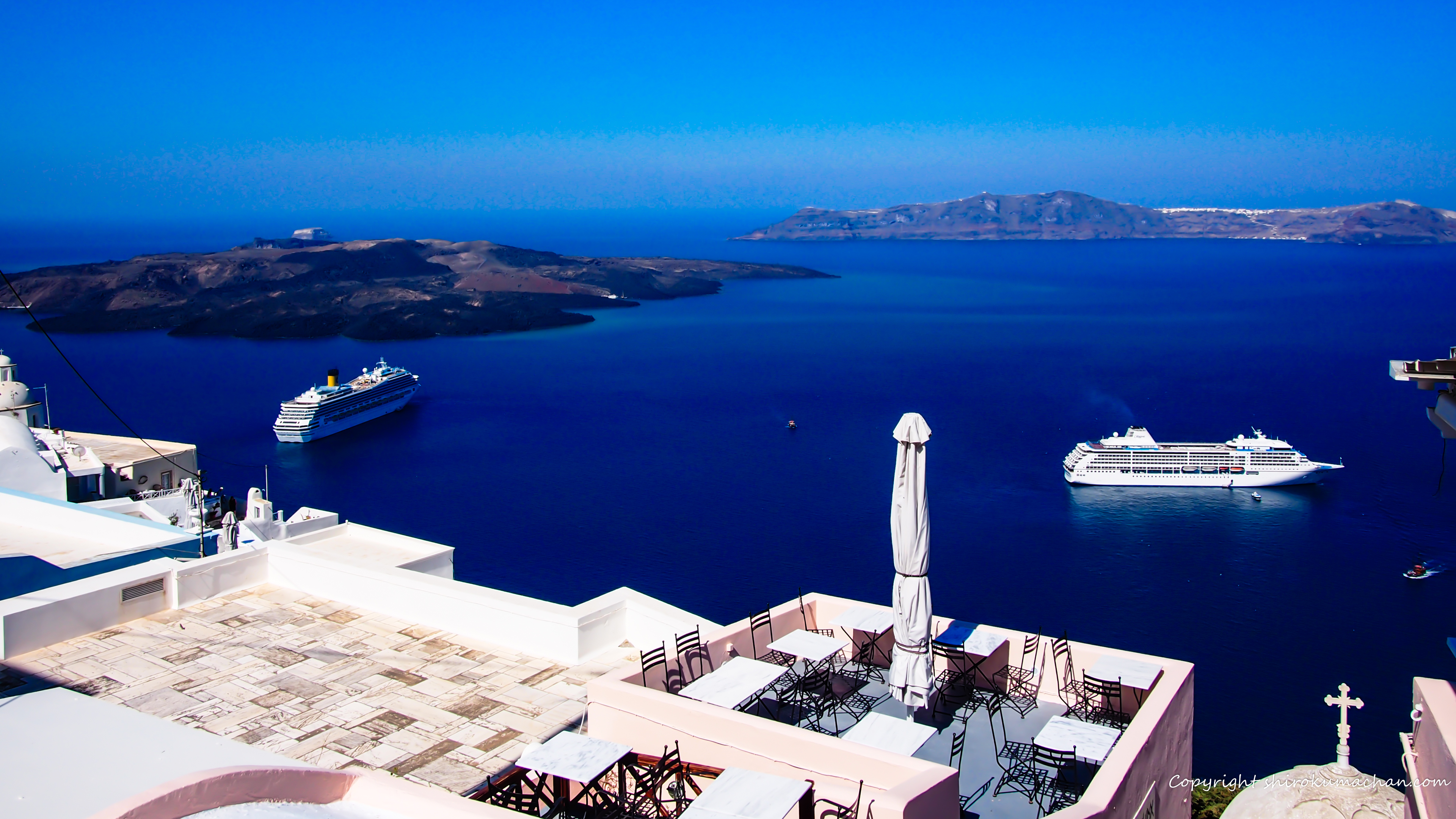 Santorini Greace with Cruise Ships UHD Wall Paper