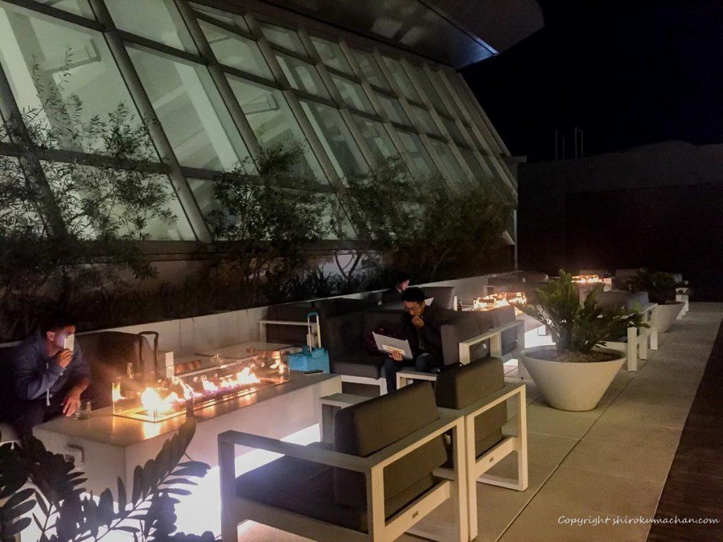 ロサンゼルス空港のビジネスクラスラウンジ テラス