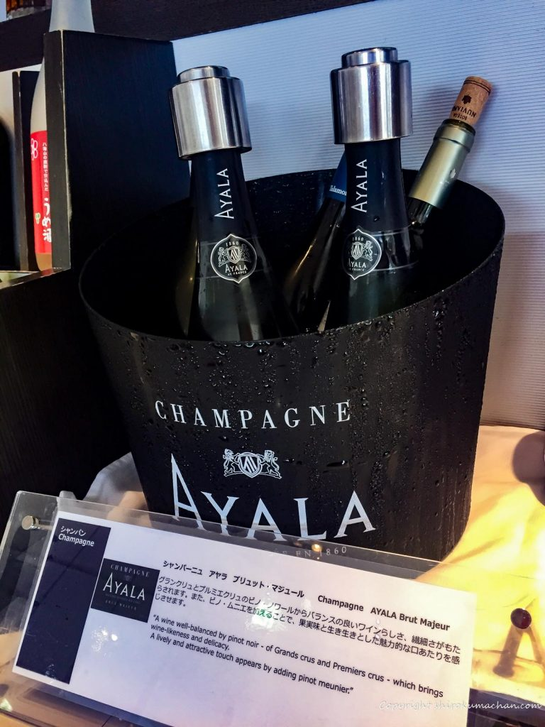 ANA Suite Lounge Narita-Champagne