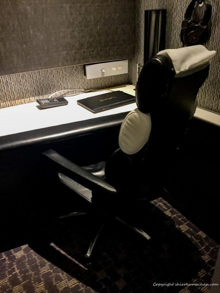 ANA Suite Lounge Narita-Desk