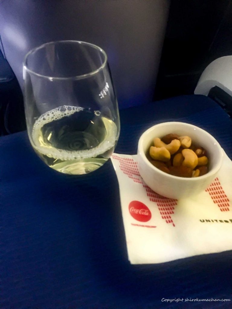 United Airlines Business Class Reviews-welcome drink