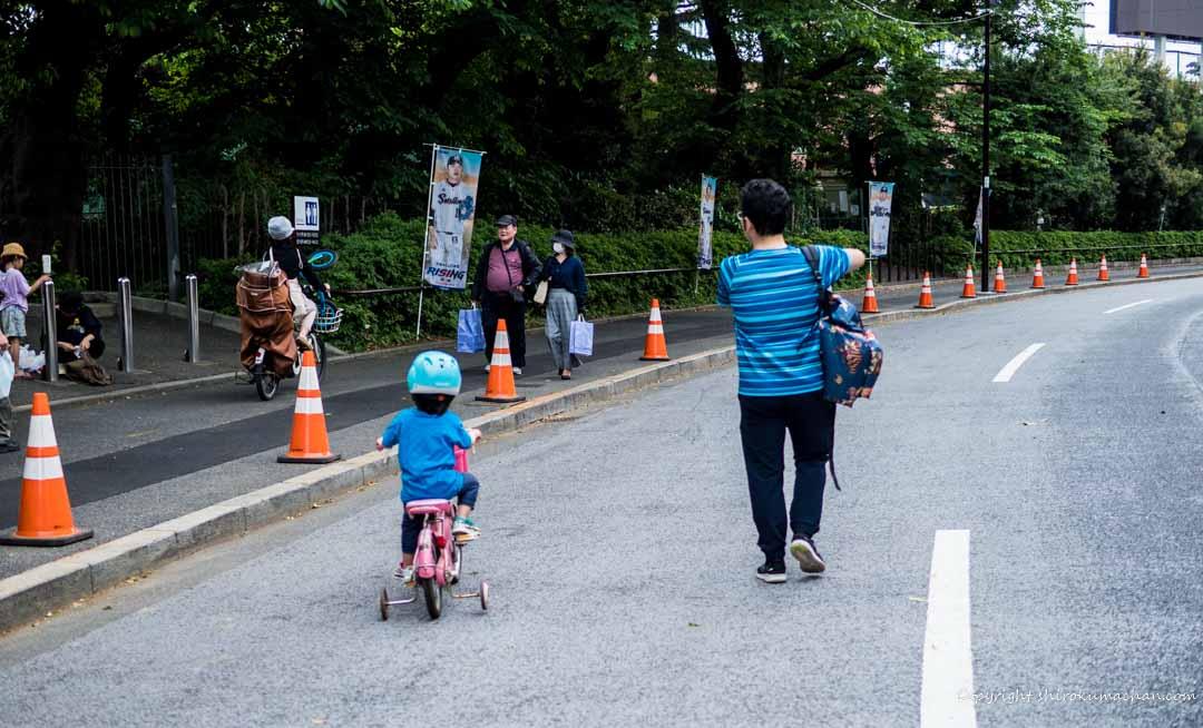都内の公園で自転車の練習