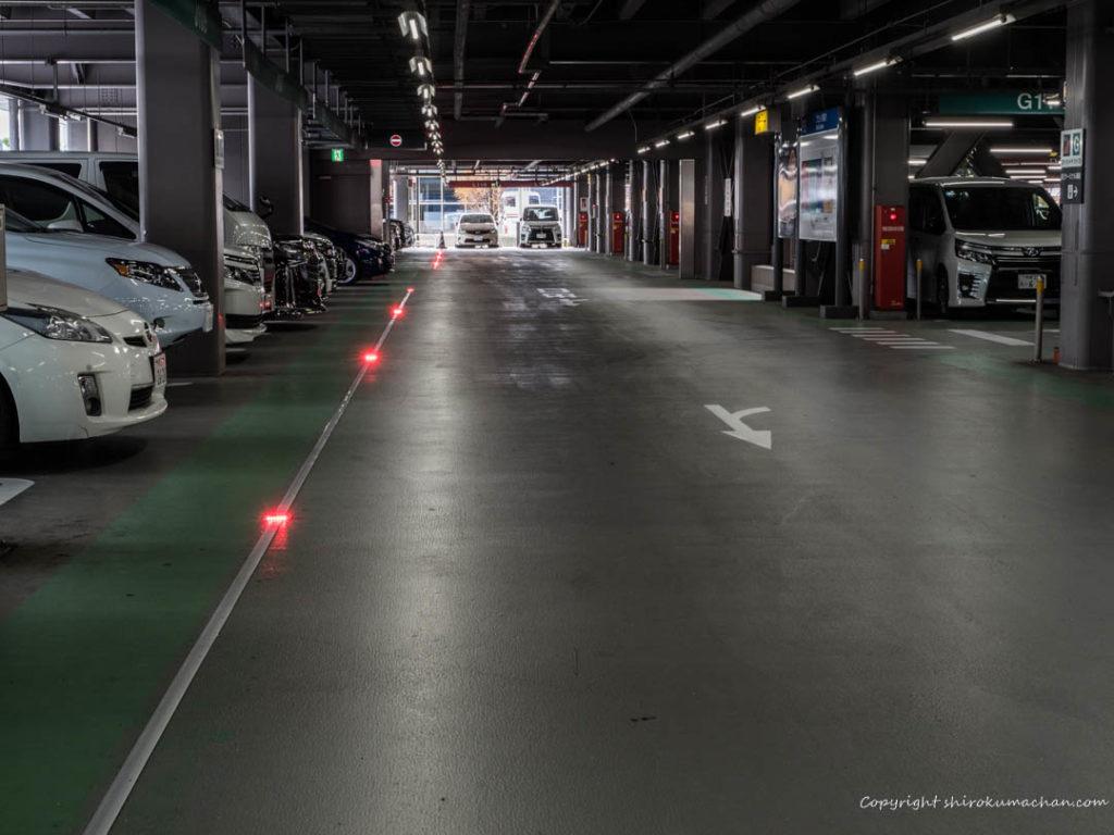 羽田空港駐車場内